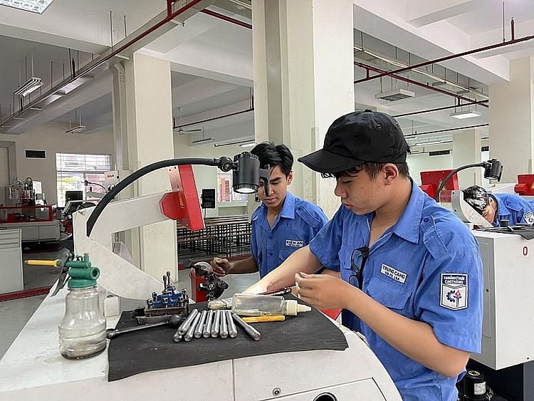 Cung ứng nhân lực ngành công nghiệp: Cần sự gắn kết giữa nhà trường và doanh nghiệp