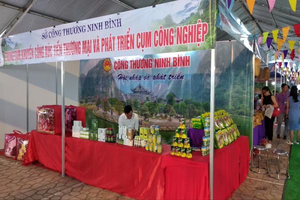 Trung tâm Khuyến công Xúc tiến thương mại & Phát triển cụm công nghiệp Ninh Bình tham gia gian hàng tại hội chợ thương mại nông sản vùng Tây Bắc – Sơn La năm 2020