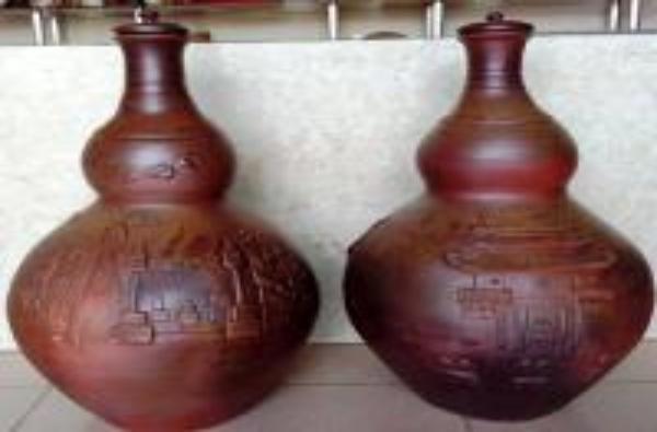 Bình gốm hoa văn Non nước Ninh Bình 30 lít của Cơ sở gốm Hùng Sơn