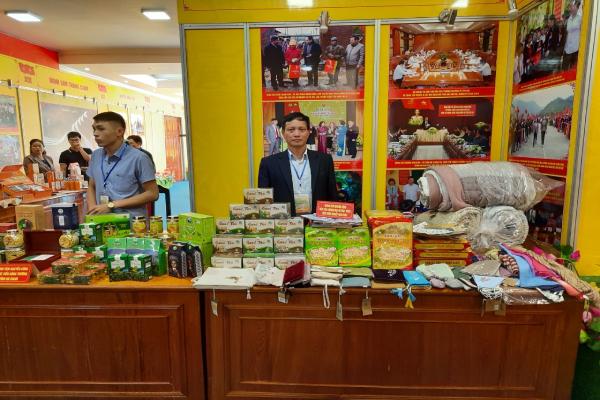 Trung tâm Khuyến công Xúc tiến thương mại & phát triển cụm công nghiệp Ninh Bình tham gia Hội nghị kết nối cung cầu tại Tỉnh Yên Bái